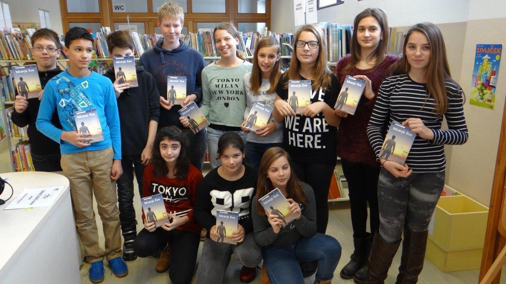 Sedmošolci v knjižnici